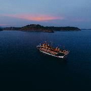 布吉島神仙半島Phijittra號豪華龍舟日落遊(海鮮自助晚餐)