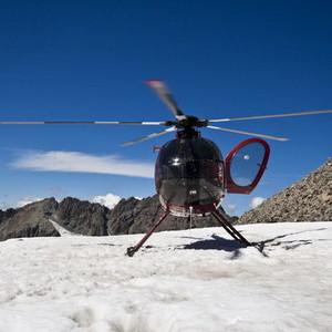 登頂冰川,直升機上的視覺獵艷